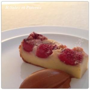 フレッシュの苺とカスタードを合せたクラフティと自家製キャラメルのアイスクリーム