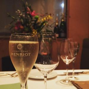 シャンパンアンリオ グラスでもボトルでもご用意しております